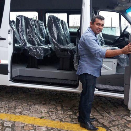 Prefeitura de Jaicós adquire van para transportar professores que atuam na zona rural
