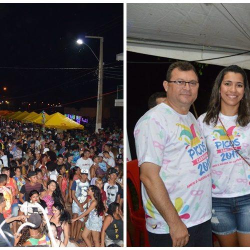 Segunda noite de Carnaval em Picosleva multidão para a folia