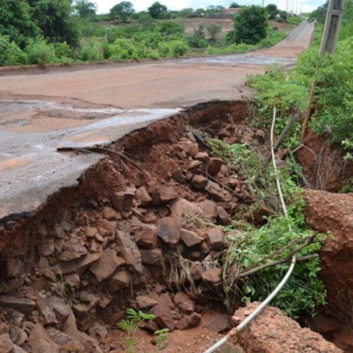 Cratera na PI que dá acesso a Itainópolis pode deixar milhares de pessoas isoladas