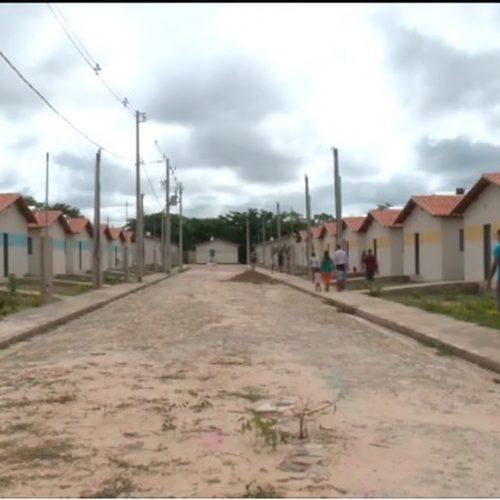 Famílias ocupam casas no Piauí após aguardar dois anos por sorteio