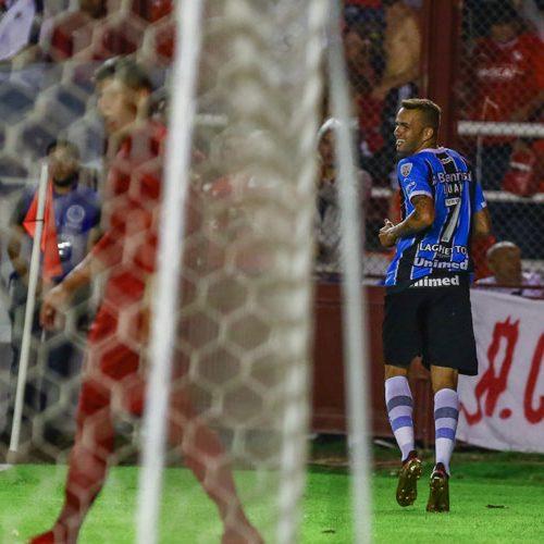 Com um jogador a mais, Grêmio fica no empate com o Independiente