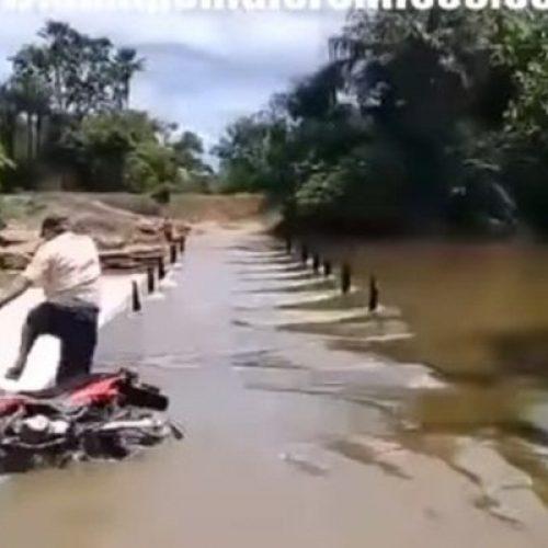 Idoso tenta atravessar barragem e tem motocicleta arrastada no Piauí; assista ao vídeo!
