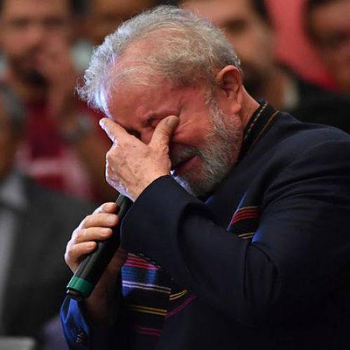 Lula chora e relembra luta de Marisa Letícia em missa de 1 ano de morte