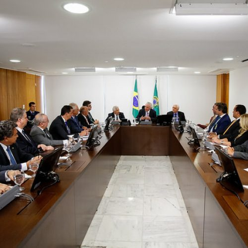 Temer recebe deputados do PI e discute maior autonomia para o Legislativo