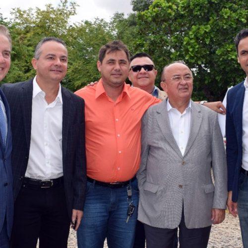 Prefeito Valdinar busca alternativa para acabar com gambiarras elétricas em Padre Marcos