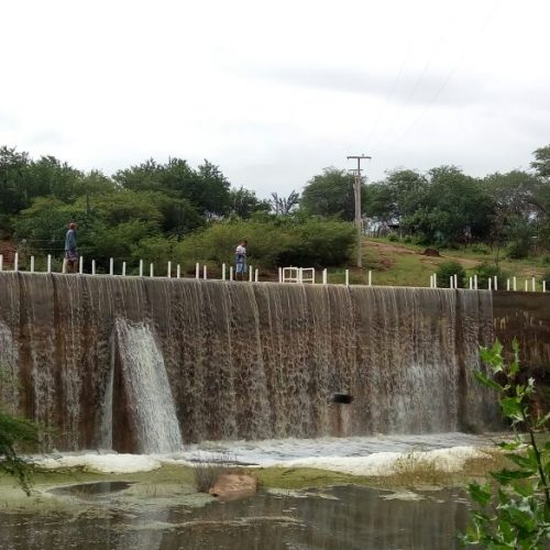 Chuvas fazem barragens transbordar em Caridade do Piauí