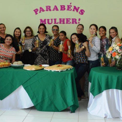 Verônica Ribeiro oferece café da manhã em comemoração à mulher na Secretaria de Educação de Fronteiras