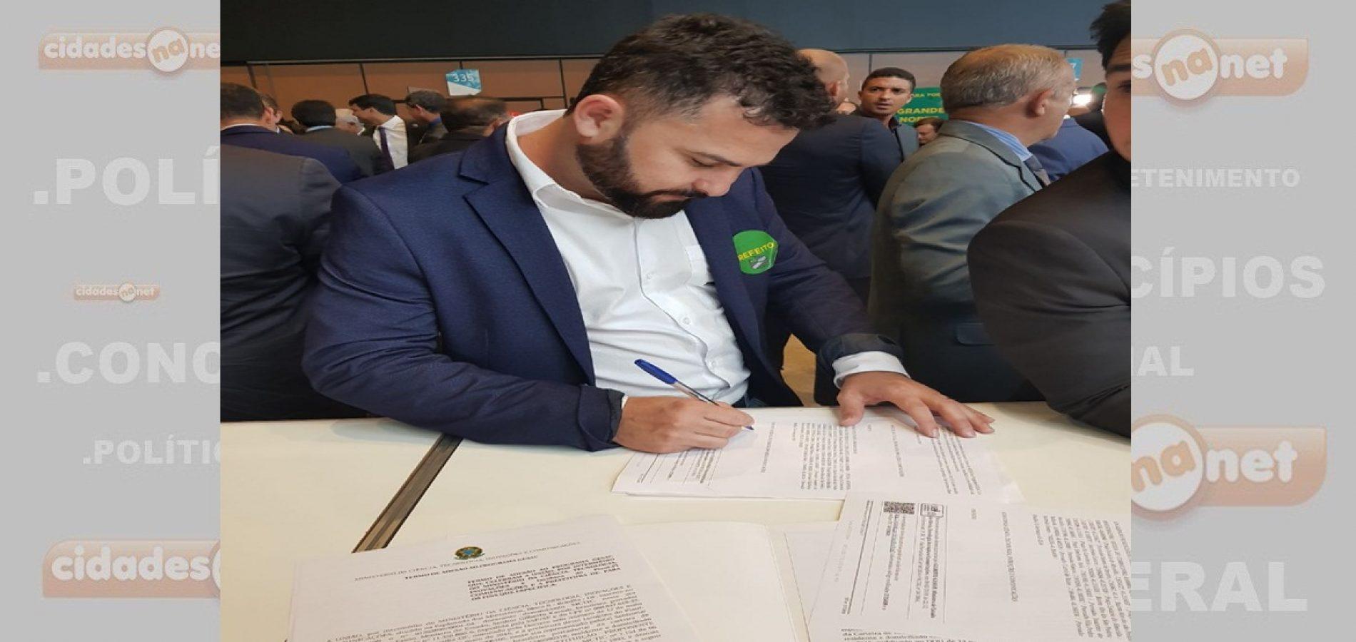 """Em Brasília, prefeito GD adere ao """"Internet para todos"""" e busca investimentos para Jacobina do Piauí"""