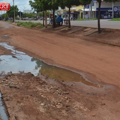 PICOS   Comerciantes sofrem com poeira e lama de lateral da BR 316 por dois anos