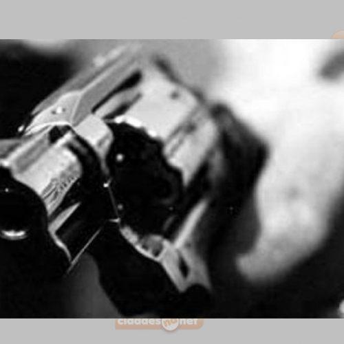 Bandidos invadem residência e roubam carro em Monsenhor Hipólito