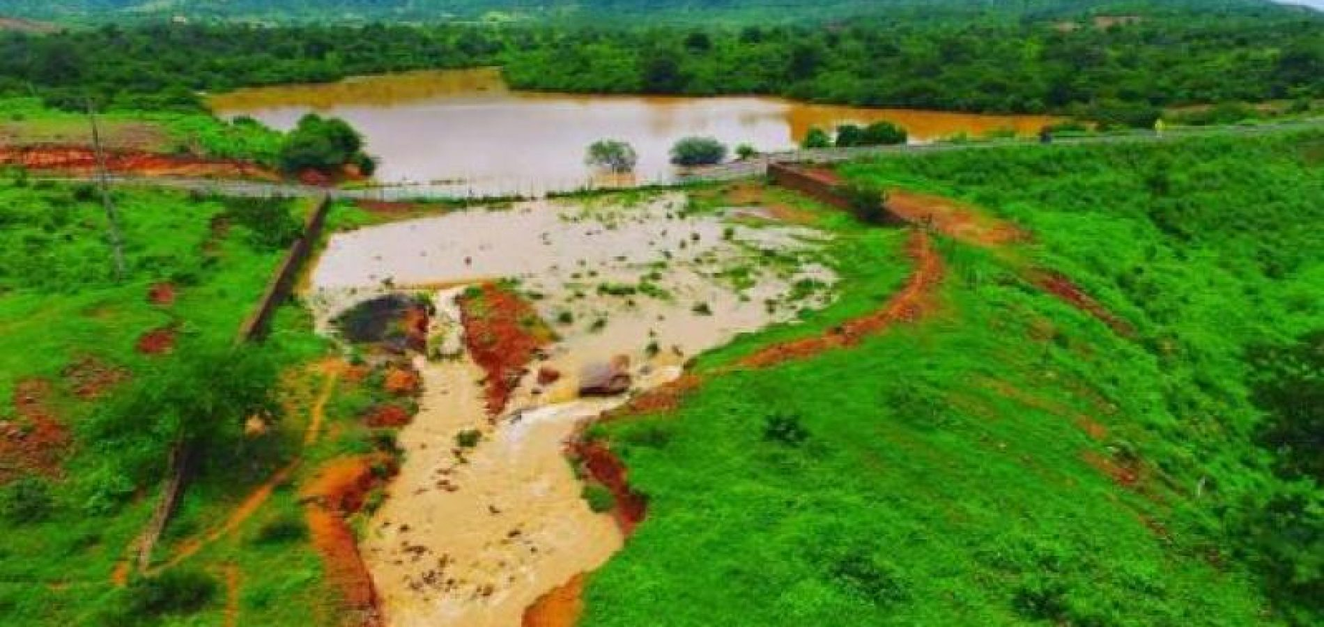 Após sangrar, barragem na zona rural de Picos se torna ponto de lazer