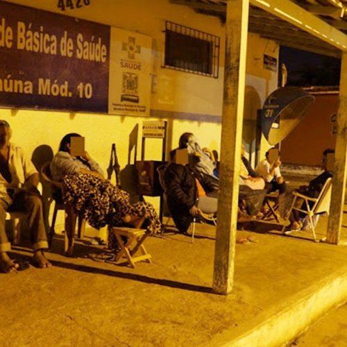 No Piauí, moradores dormem em calçada de posto de saúde para garantir consulta pelo SUS