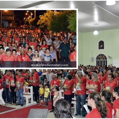 Fiéis lotam igreja no encerramento dos festejos de São José em Belém do Piauí