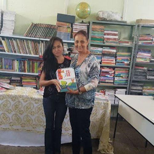 FRONTEIRAS | Prefeita Maria José entrega livros didáticos em escolas da Zona Rural