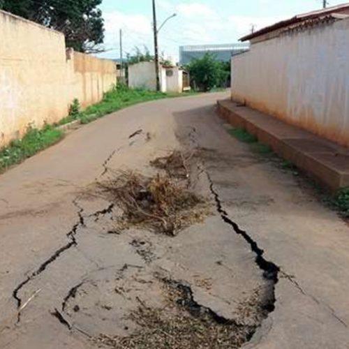 PICOS | Cratera se forma em avenida do bairro Parque de Exposição e assusta moradores