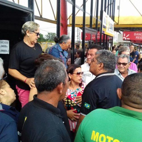 Servidores do Detran-PI em greve impedem entrada de usuários em protesto