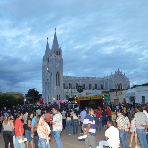 Procissão do Senhor Morto leva milhares de pessoas às ruas de Picos
