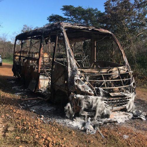Ônibus escolar pega fogo durante transporte de alunos no interior do PI