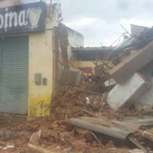 Três prédios comerciais desabam no Centro de Paulistana