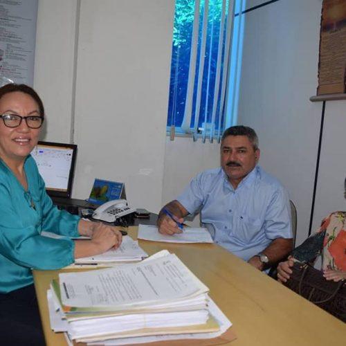 Em Teresina, prefeito de Simões assina termo de adesão ao Programa Cartão Reforma