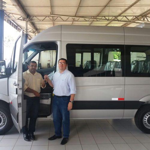 Prefeito Neném de Edite adquiri mais uma van para transporte de professores da rede municipal de Jaicós