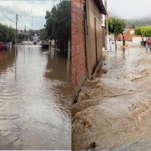 Forte chuva na cidade de Simões deixa ruas alagadas; fotos