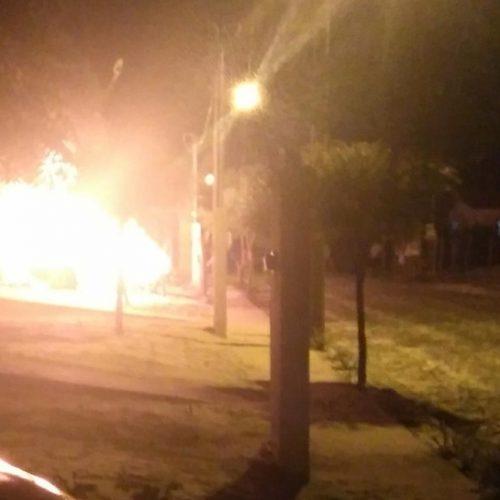 Bebedeira termina com um baleado e carro do suspeito incendiado em Parnaíba