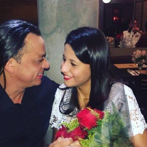 Frank Aguiar anuncia casamento com namorada de 21 anos