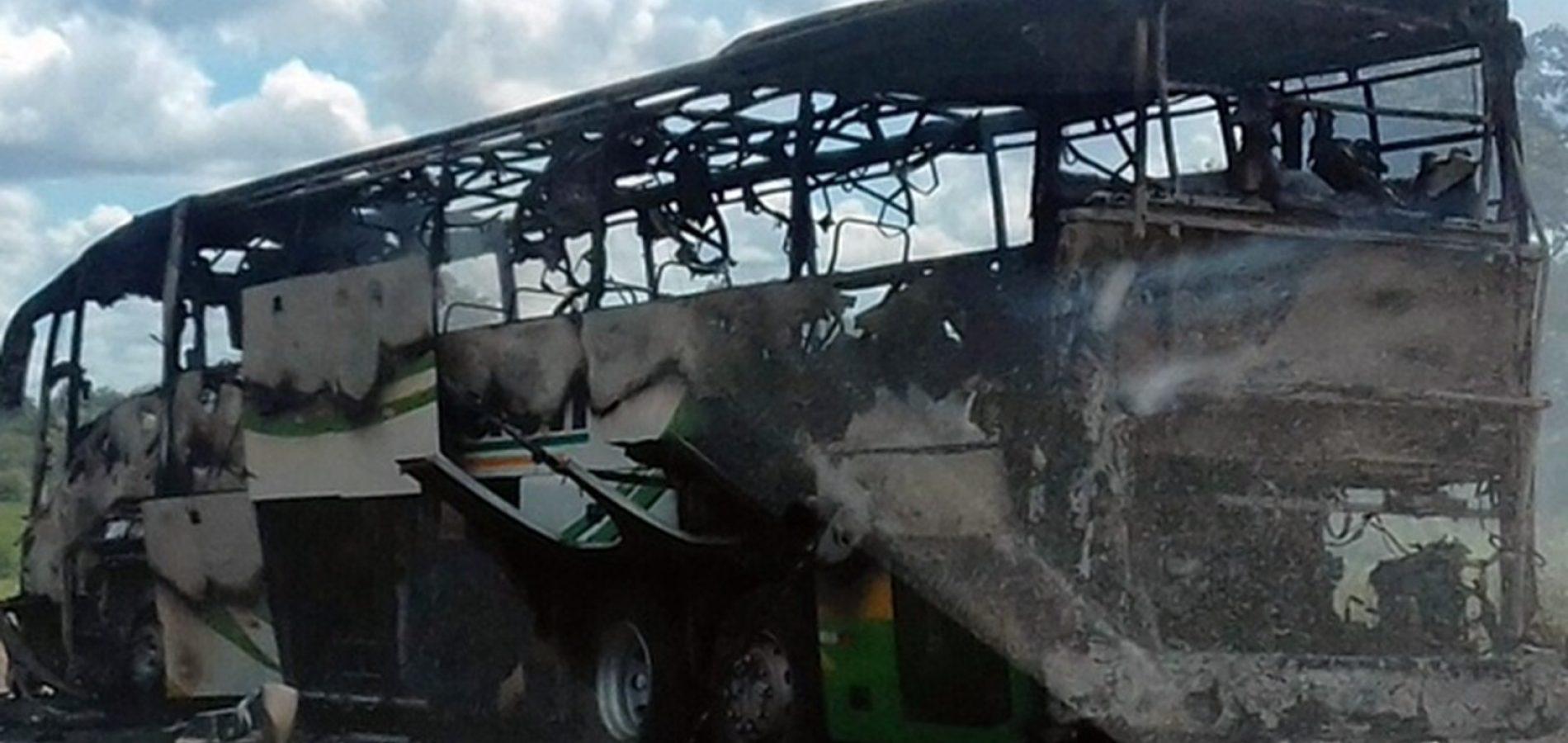 Ônibus sofre incêndio em trecho da BR-343 no Norte do Piauí