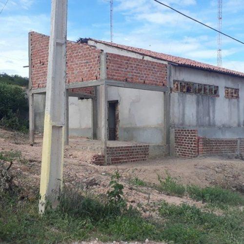 Delegacia em obra há 10 anos é ocupada por mãe e sete filhos no Piauí