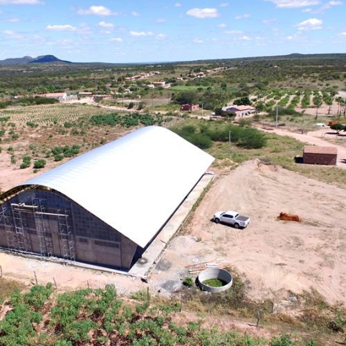 JAICÓS   Obras de construção de quadras são retomadas na zona rural