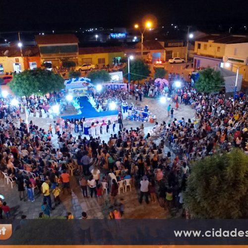 Prefeitura de Caridade realiza festa em praça pública em homenagem às mães