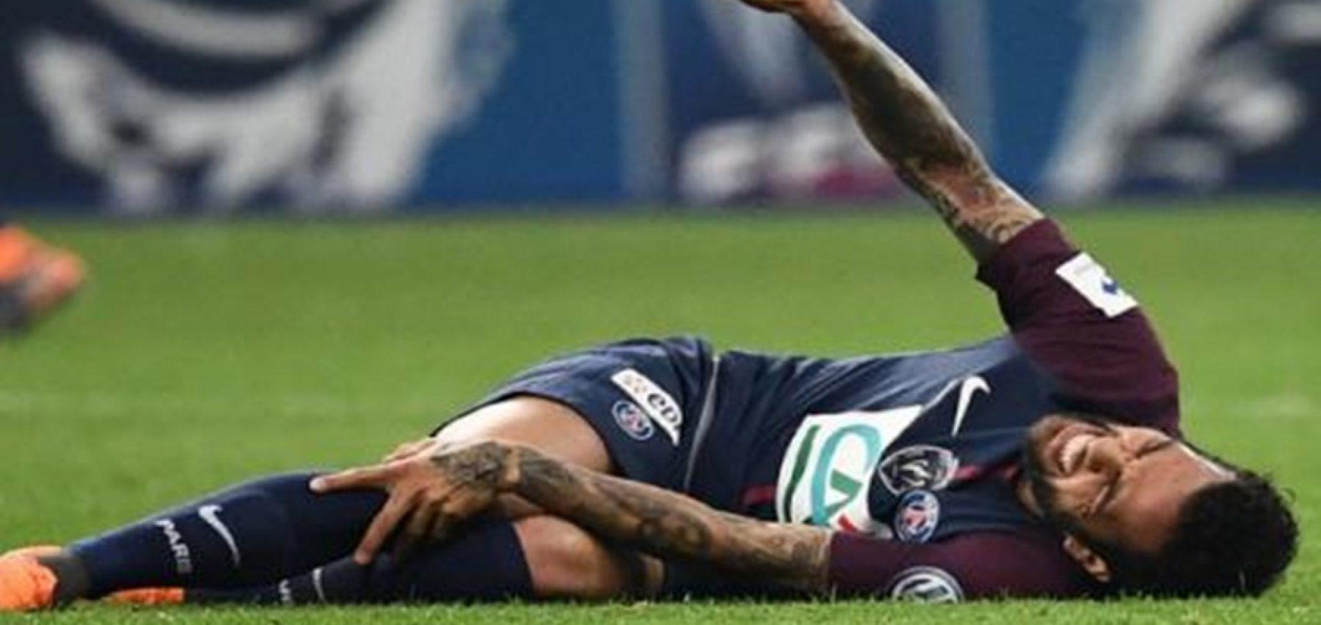 Daniel Alves sofre lesão em final e pode ficar fora da Copa