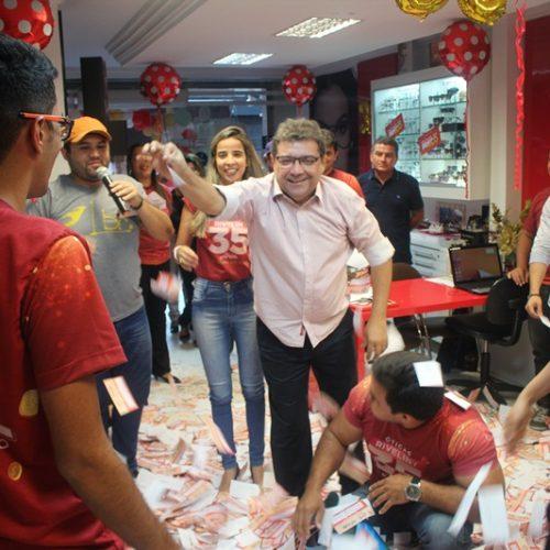 Cliente de Paulistana ganha R$10 mil das Óticas Riveliny
