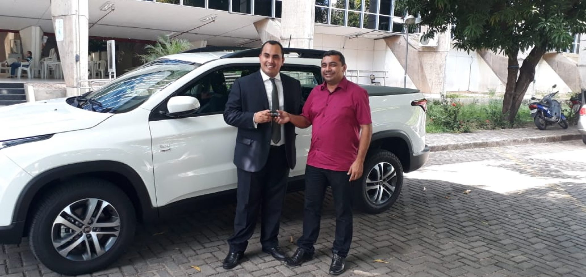 Prefeito de Jaicós recebe picape Toro e soma 11 novos veículos em 17 meses de gestão