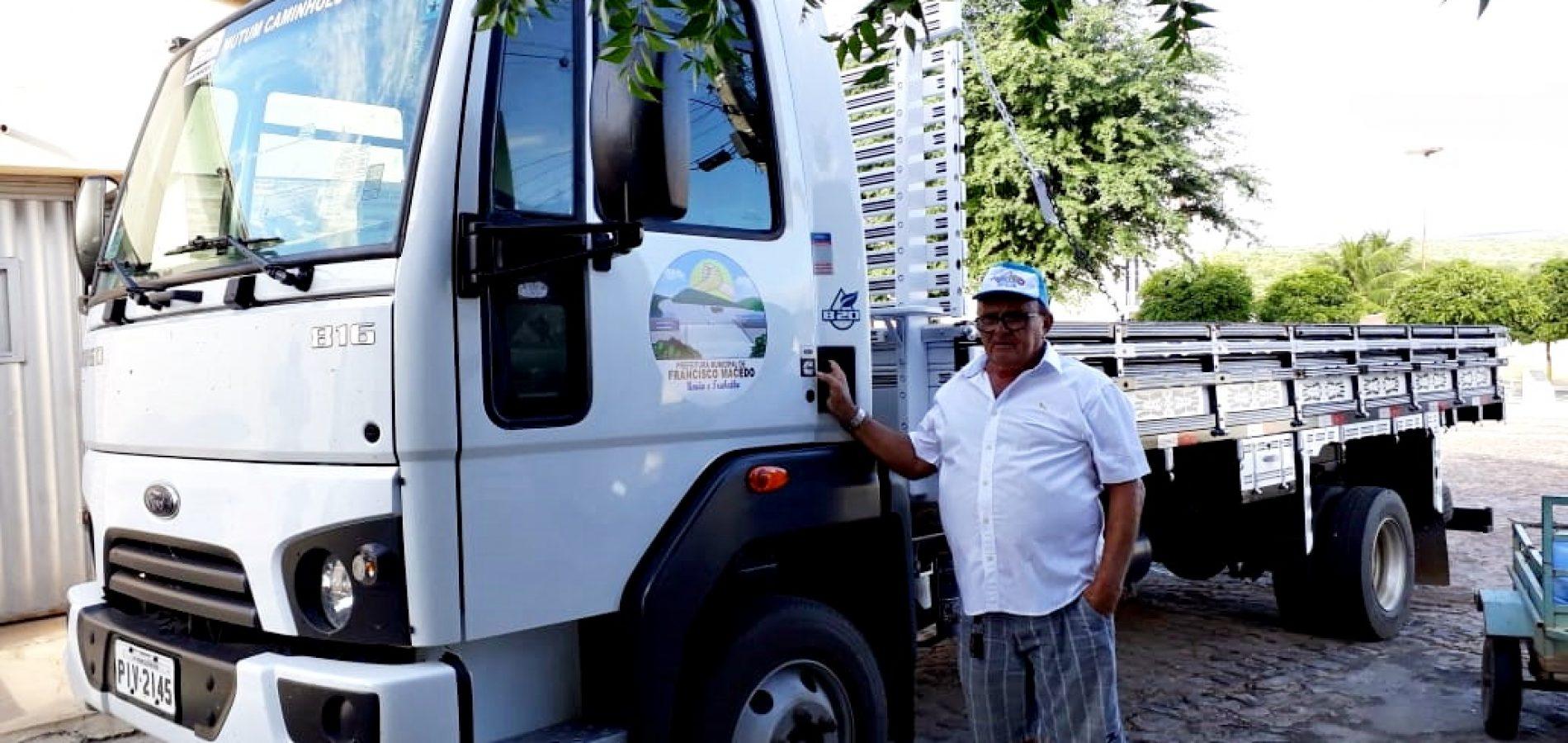 Prefeito recebe, equipa e coloca mais um veículo a serviço da população de Francisco Macedo