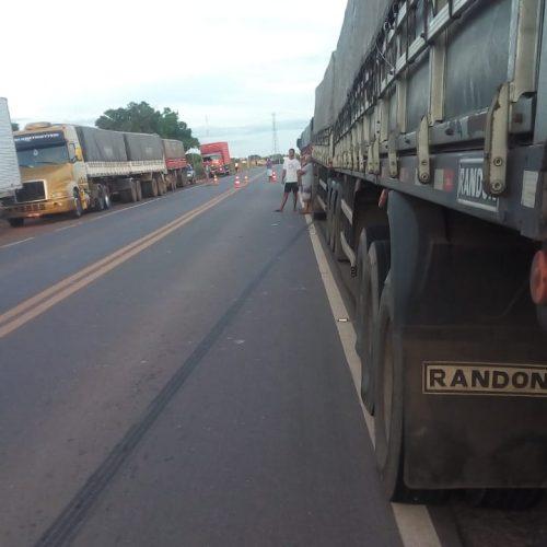Caminhoneiros bloqueiam BR–316 em Marcolândia, em protesto contra aumento do combustível