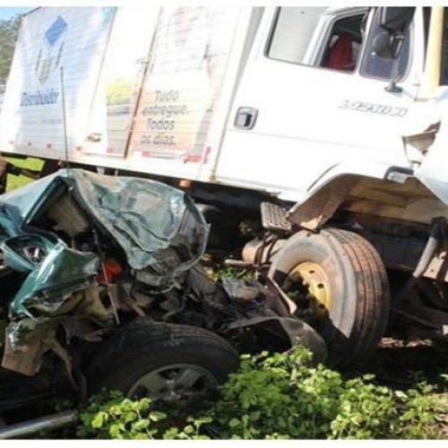 Caminhão colide com S10 e deixa quatro pessoas feridas no Norte do Piauí