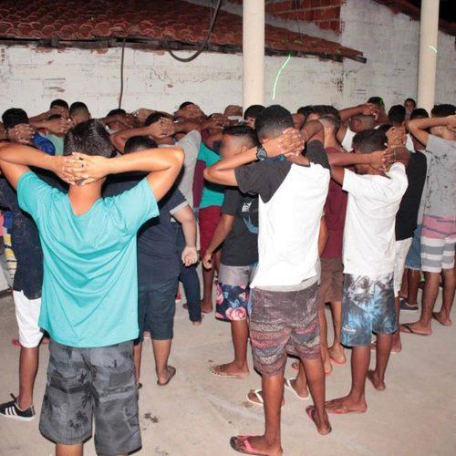 Dezenas de adolescentes são apreendidos em operação contra venda de bebidas para menores