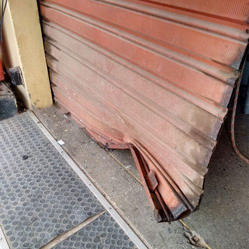 Usando guincho quadrilha tenta levar caixa eletrônico de comércio no Piauí