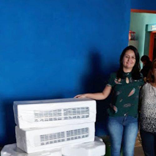 Prefeitura de Simões entrega centrais de ar para escolas municipais e sorteia tablets entre alunos