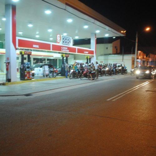 Motoristas formam filas para abastecer em postos no Centro de Picos