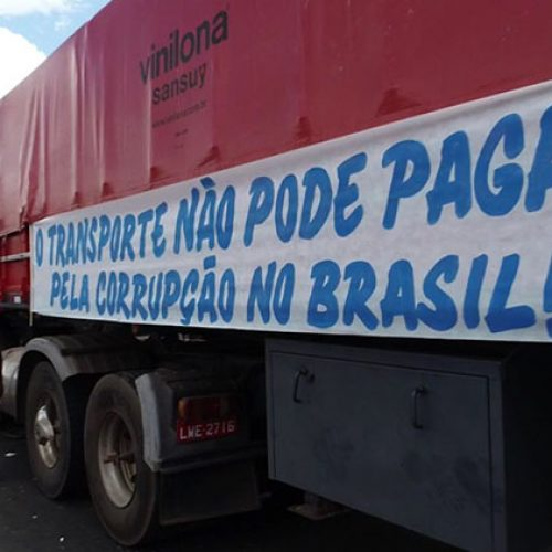 Greve de caminhoneiros continua no Piauí e 17 estados, mesmo com acordo