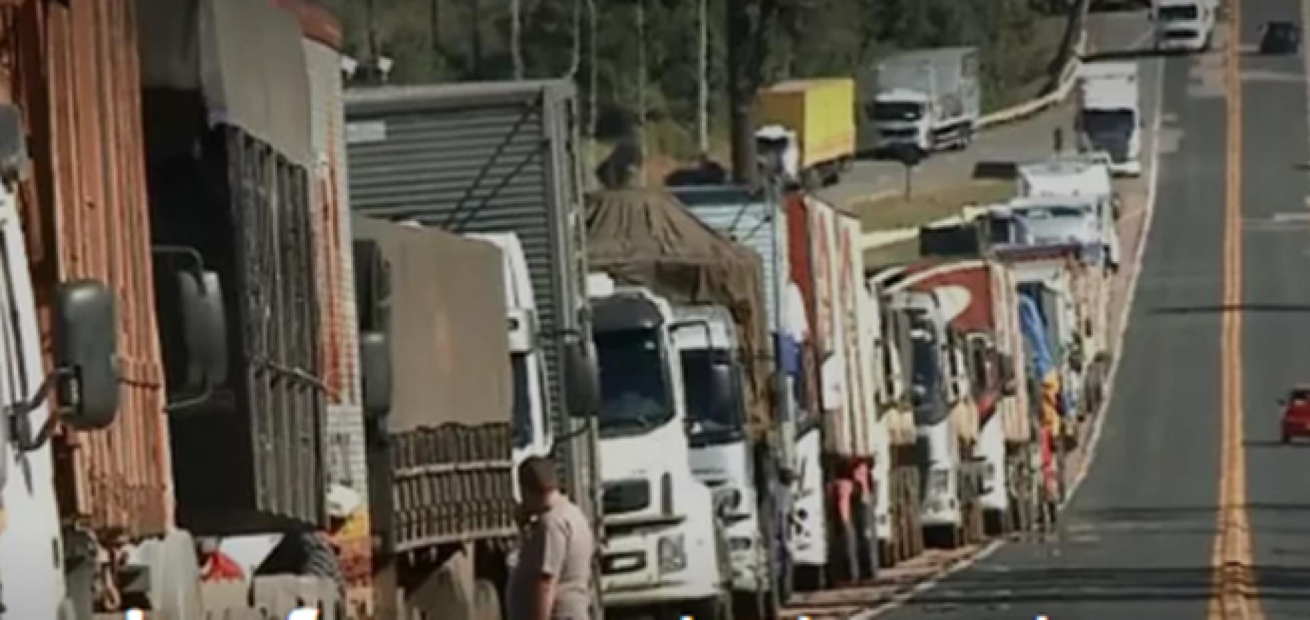 Caminhoneiros se reúnem na BR-316 em protesto contra aumento nos combustíveis