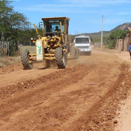 Prefeitura de Simões inicia obras de recuperação de estradas vicinais