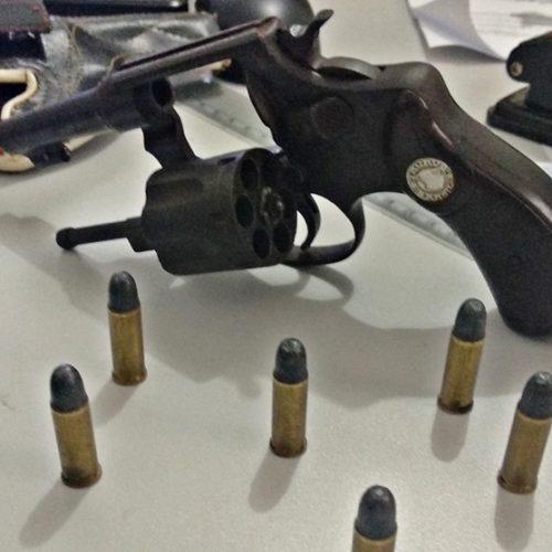JAICÓS | Duas pessoas são presas por posse de arma e dirigir alcoolizado