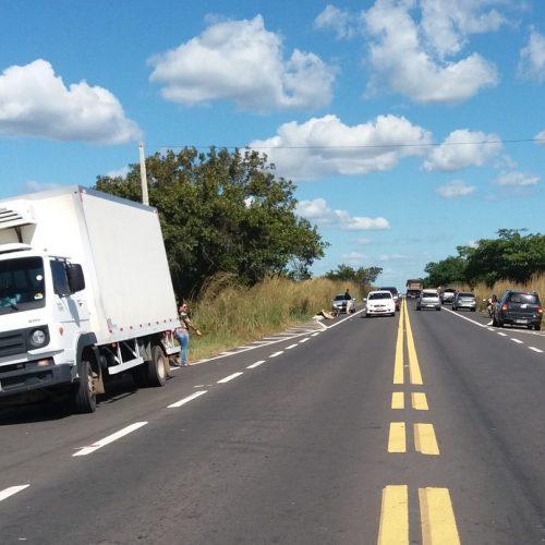 Homem morre após colidir motocicleta em caminhão na BR-316