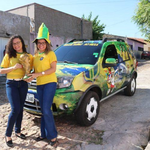 Família investe R$ 1,4 mil em decoração de carro para a Copa do Mundo