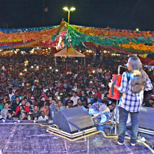 PADRE MARCOS | Multidão prestigia shows no 'Arraiá da Boa Esperança'