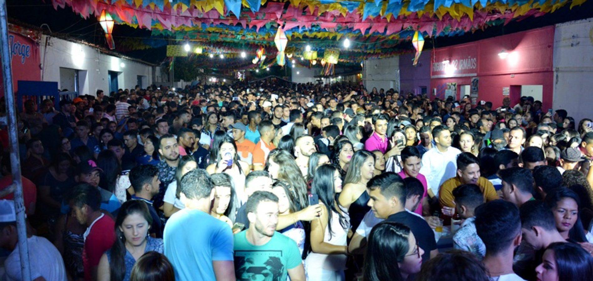 VILA NOVA | Show com Guilherme Dantas leva multidão à última noite do 17º Arraiá São João Batista